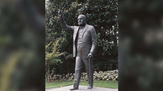 Die Winston Churchill-Statue am Parliament Square in London.