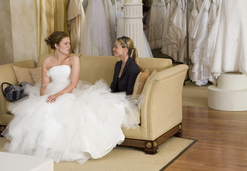 Eigentlich freut sich Sadie (Mandy Moore, l.) gemeinsam mit ihrer Schwester Lindsay (Christine Taylor, r.) auf die Heirat. Doch Dank des erbarmungsl... - Bildquelle: 2007 Warner Brothers International Television Distribution Inc.
