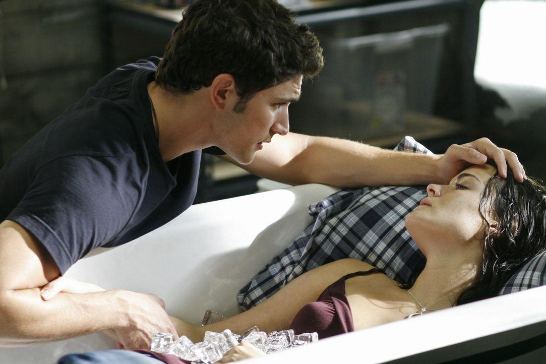 Während Josh Andy nicht wegziehen lassen möchte, macht sich Kyle (Matt Dallas, l.) große Sorgen um Jessi (Jaimie Alexander, r.), der es immer sch... - Bildquelle: TOUCHSTONE TELEVISION