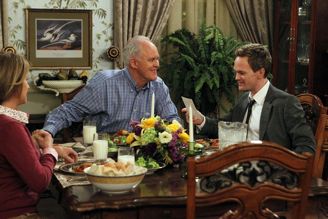 Barney (Neil Patrick Harris, r.) trifft auf seinen leiblichen Vater Jerry (John Lithgow, M.) und dessen neuen Frau Cheryl (Nancy Travis, l.). Doch w... - Bildquelle: 20th Century Fox International Television