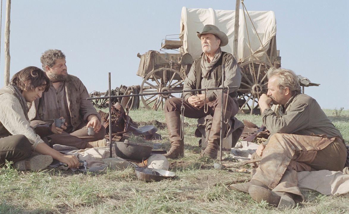 Charley Waite (Kevin Costner, r.) träumt den uramerikanischen Traum von grenzenloser Freiheit. Mit Boss Spearman (Robert Duvall, 2.v.r.), Mose (Abra... - Bildquelle: Touchstone Pictures