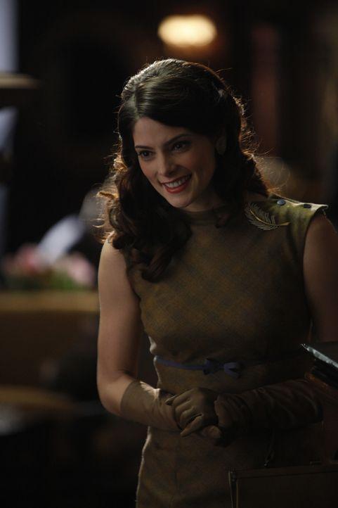 Wider ihre Erwartungen trifft Amanda Mason (Ashley Greene) in London auf einen sehr smarten und humorvollen Mann ... - Bildquelle: 2011 Sony Pictures Television Inc.  All Rights Reserved.