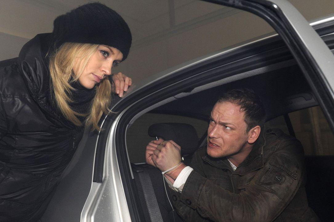 Wird Alexandra (Verena Mundhenke, l.) ihren mörderischen Plan umsetzen und Jens Mirbach (Michael Starkl, r.) wirklich zurücklassen? - Bildquelle: SAT.1
