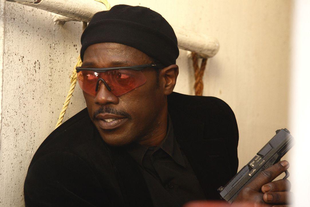 Als sich der Agent Neil Shaw (Wesley Snipes) aus seinem Versteck hervorwagt, um den Mord an seinem ehemaligen Mentor zu rächen, stößt er auf eine... - Bildquelle: 2008 Operation Eagle Productions Inc. All Rights Reserved.