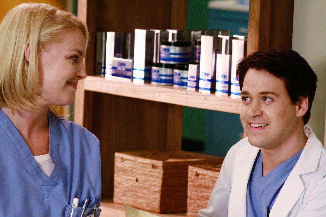 Izzie (Katherine Heigl, l.) und George (T.R. Knight, r.) erwartet ein turbulenter Arbeitstag ... - Bildquelle: Touchstone Television