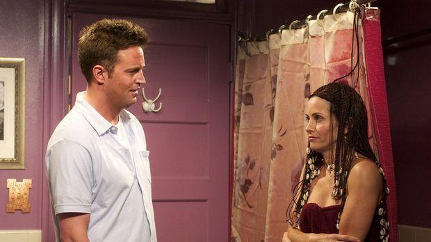 Chandler (Matthew Perry, l.) kann bei aller Liebe nicht verstehen, warum Moni...