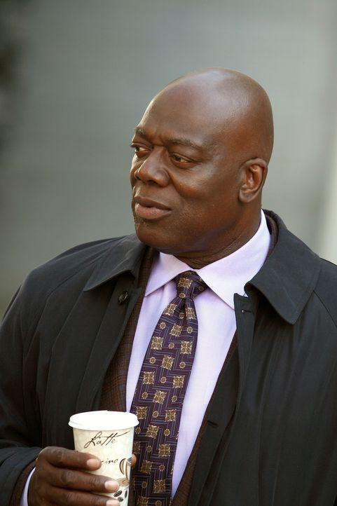 Gemeinsam mit seinem Kollegen möchte Will (Thom Barry) einen Fall aus dem Jahre 2002 aufklären ... - Bildquelle: Warner Bros. Television