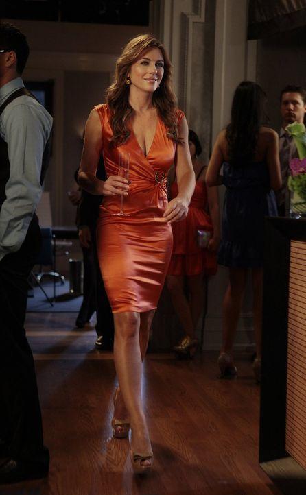 Richtet eine große Party aus und kränkt Nate damit, dass sie dort nicht mit ihm als Paar auftreten will: Diana (Elizabeth Hurley) ... - Bildquelle: Warner Bros. Television