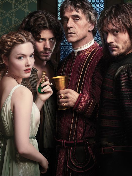 (2. Staffel) - Papst Alexander IV (Jeremy Irons, 2. v. r.) benutzt sein Kinder Lucrezia (Holliday Grainger, l.), Cesare (Francois Arnaud, 2. v. l.)... - Bildquelle: LB Television Productions Limited/Borgias Productions Inc./Borg Films kft/ An Ireland/Canada/Hungary Co-Production. All Rights Reserved.