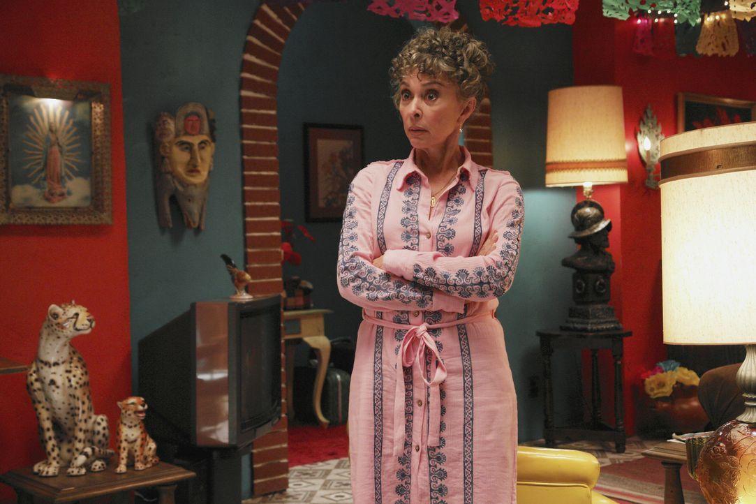 Kann Tante Mirta (Rita Moreno) Becky etwas Neues über ihre verstorbene Mutter erzählen? - Bildquelle: Buena Vista International Television