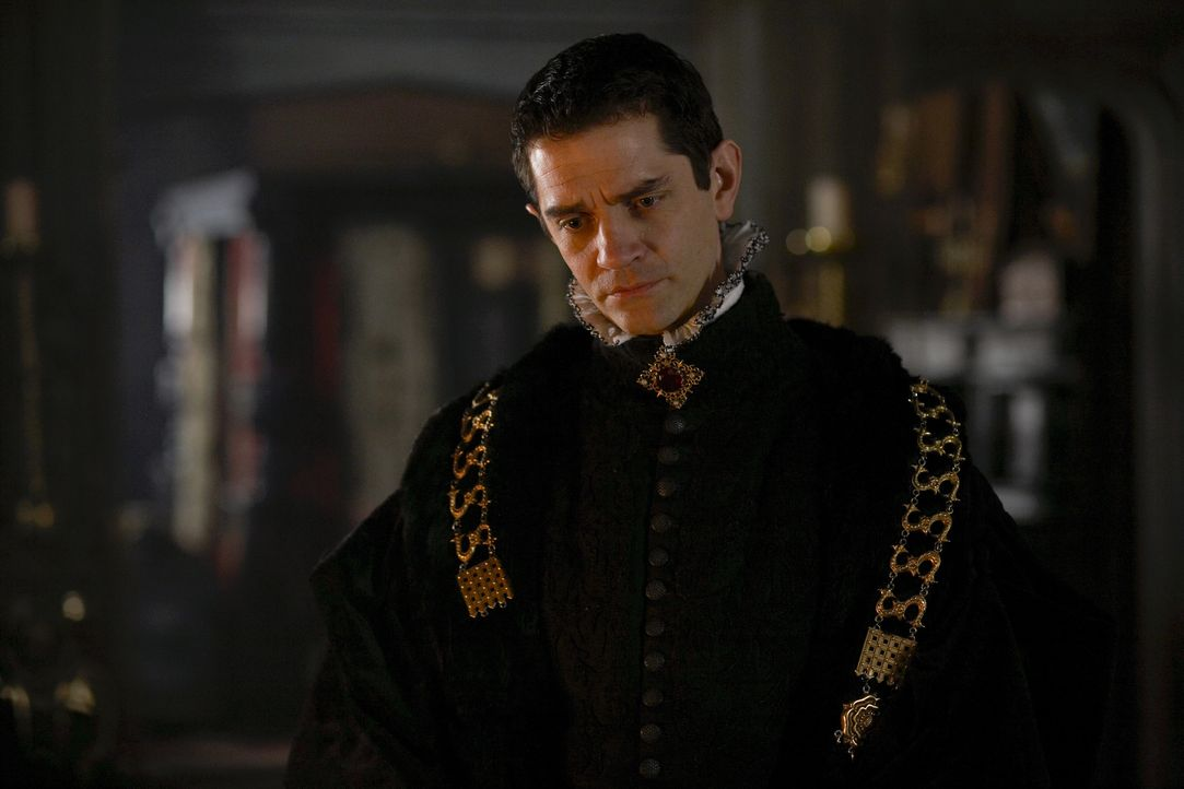 Der König auf Brautschau: Während Cromwell (James Frain) dabei protestantische Fürstenhäuser im Blick hat, will sich Henry nicht darauf festlegen la... - Bildquelle: 2009 TM Productions Limited/PA Tudors Inc. An Ireland-Canada Co-Production. All Rights Reserved.