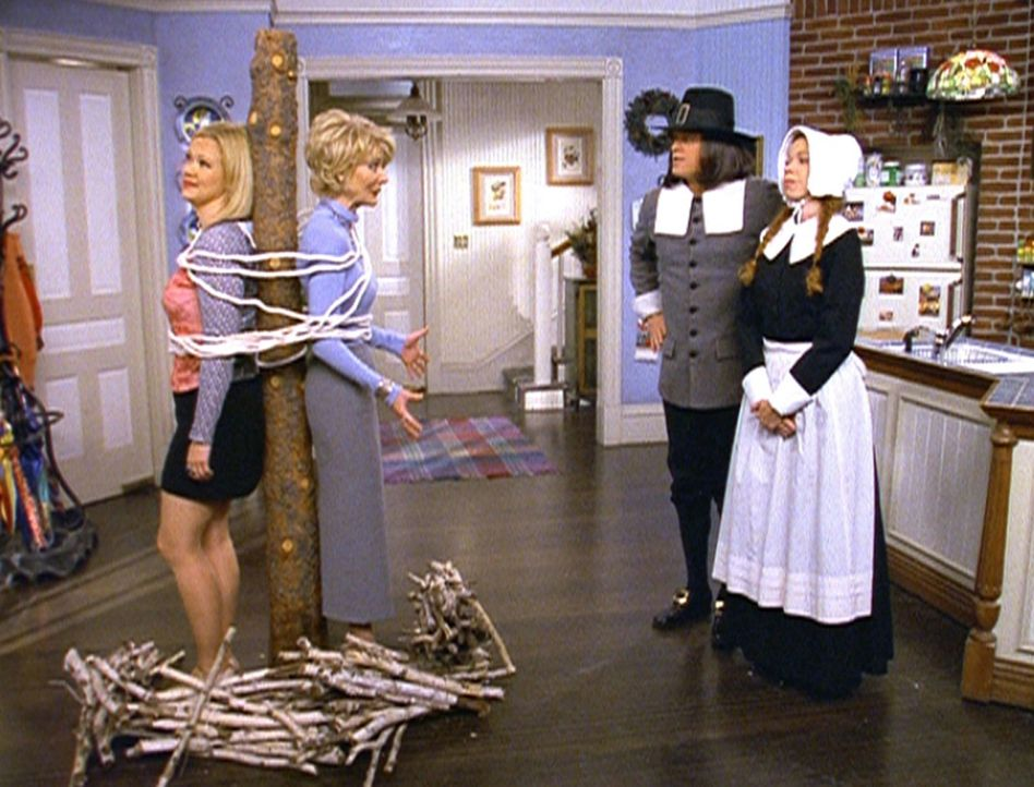 (v.l.n.r.) Hilda (Caroline Rhea) und Zelda (Beth Broderick) bekommen Ärger mit den Pilgern John (Christopher Rich) und Mary (Jennifer Butt) ... - Bildquelle: Paramount Pictures