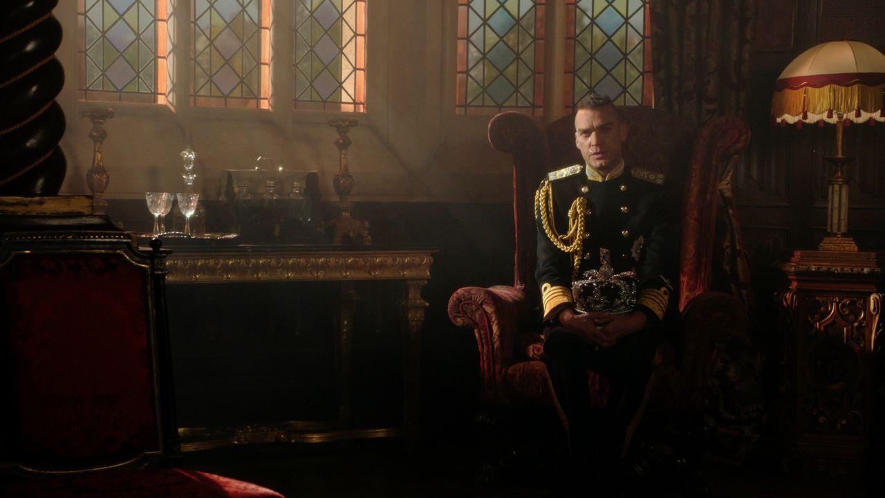 Ist er der wahre König von England? Cyrus (Jake Maskall) ... - Bildquelle: 2016 E! Entertainment Television, LLC