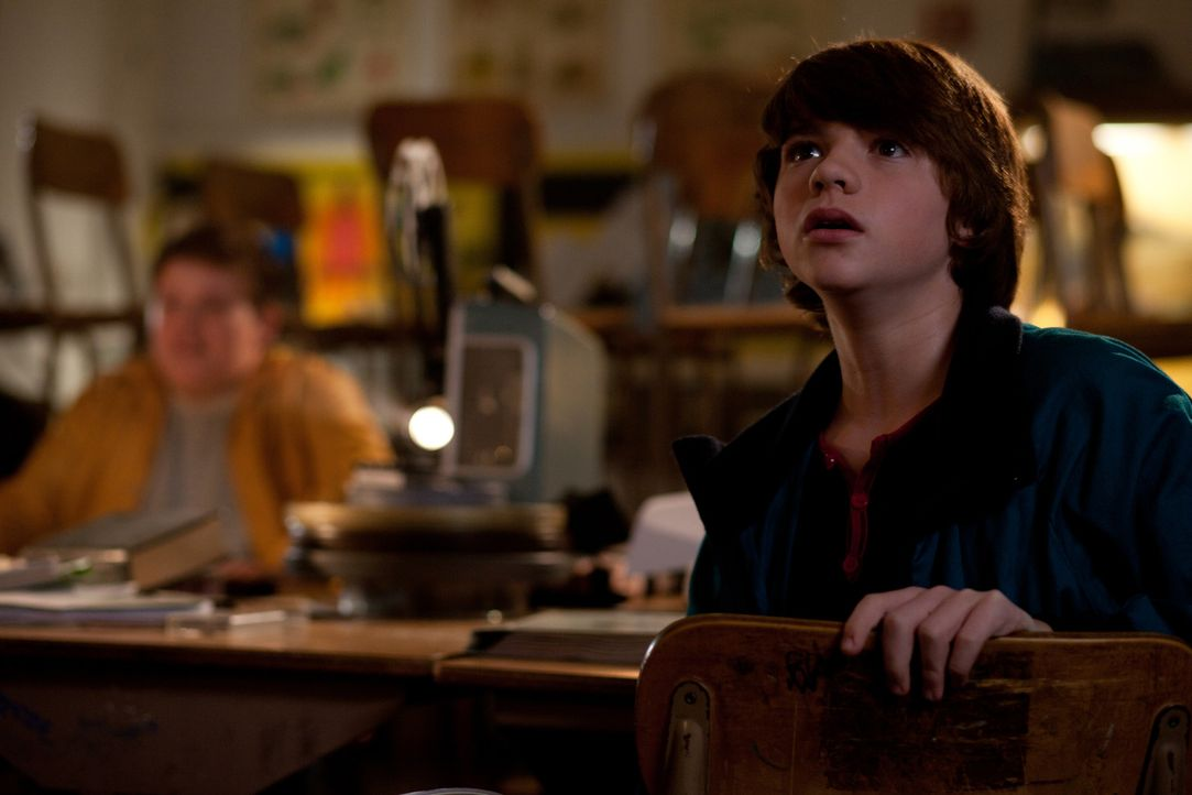 Gerade noch dabei, einen kindlichen Horrorfilm zu drehen, da müssen auch schon Charles (Riley Griffiths, l.) und Joe (Joel Courtney, r.) auf ihren A... - Bildquelle: PARAMOUNT PICTURES. All Rights Reserved