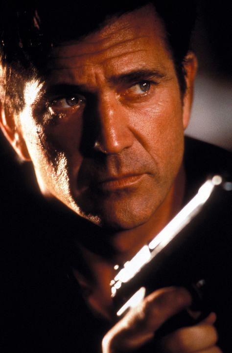Als Roger Murtaugh und Martin Riggs (Mel Gibson) einen Frachter im Hafen entdecken, in dem eine ganze Ladung illegaler, chinesischer Einwanderer ges... - Bildquelle: Warner Bros. Pictures