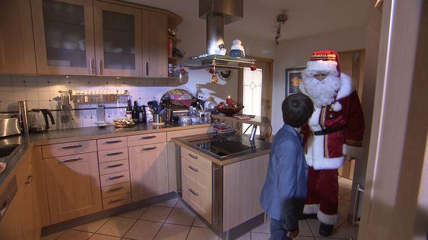 Schicksale - Wer-glaubt-schon-an-den-Weihnachtsmann1 - Bildquelle: SAT.1