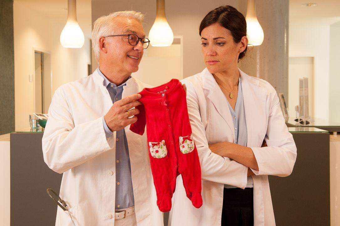 Volker (Christoph M. Ohrt, l.) und Kathrin Niebling (Bettina Zimmermann, r.)) haben ihre eigene Kinderplanung eigentlich längst abgeschlossen ? - Bildquelle: Britta Krehl SAT.1/Britta Krehl
