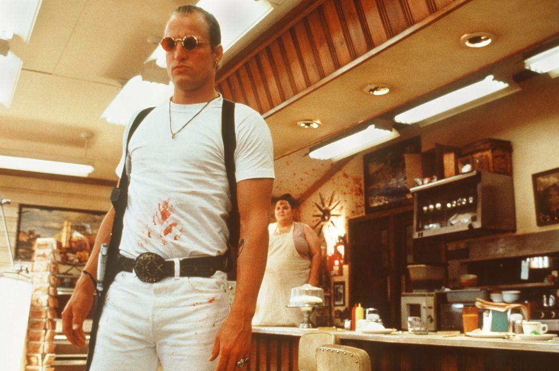Mickey (Woody Harrelson) kennt im Umgang mit dem Tod keine Hemmungen - besonders dann nicht, wenn es nicht um seinen eigenen geht ... - Bildquelle: Warner Bros.
