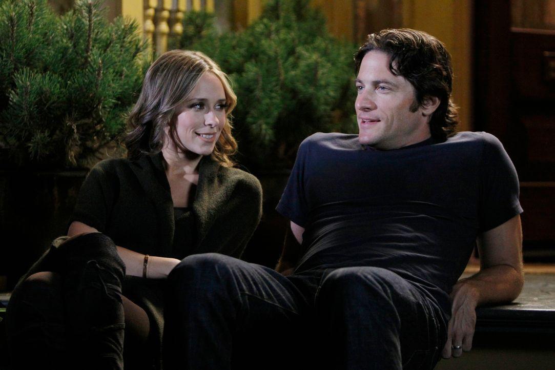 Genießen die Ruhe: Melinda (Jennifer Love Hewitt, l.) und Jim (David Conrad, r.) - Bildquelle: ABC Studios
