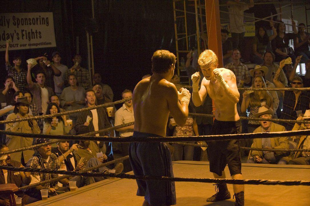Half Sack (Johnny Lewis, r.), der in seiner Army-Zeit geboxt hat, soll in einem Bareknuckle Fight antreten. Das Preisgeld soll verwendet werden, um... - Bildquelle: 2008 FX Networks, LLC. All rights reserved.