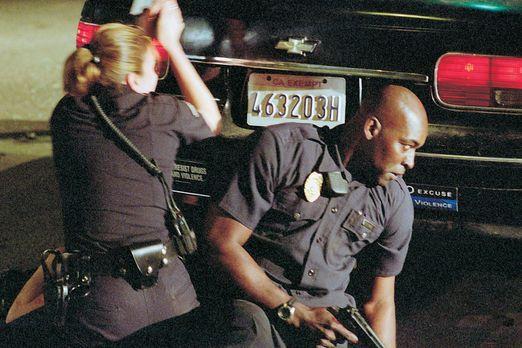 The Shield - Gesetz der Gewalt - Officer Danny Sofer (Catherine Dent, l.) und...