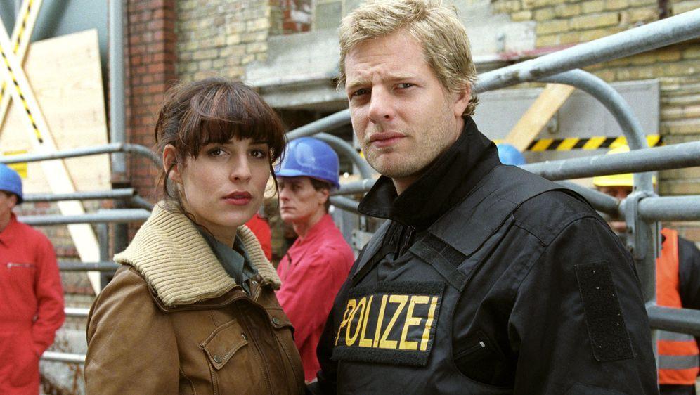Nina (Elena Uhlig, l.) und Leo (Henning Baum, r.)