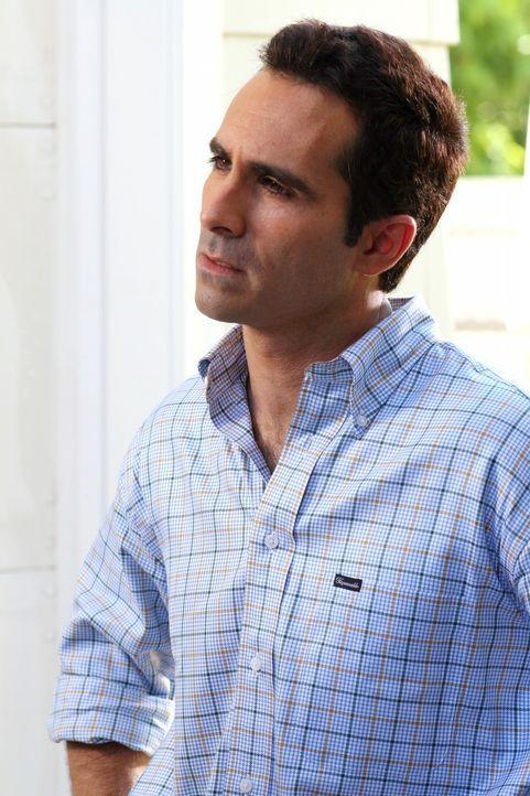 Mike (Nestor Carbonell) bekommt Besuch von Scott, doch kommt dieser in guter Absicht? - Bildquelle: Warner Bros. Television
