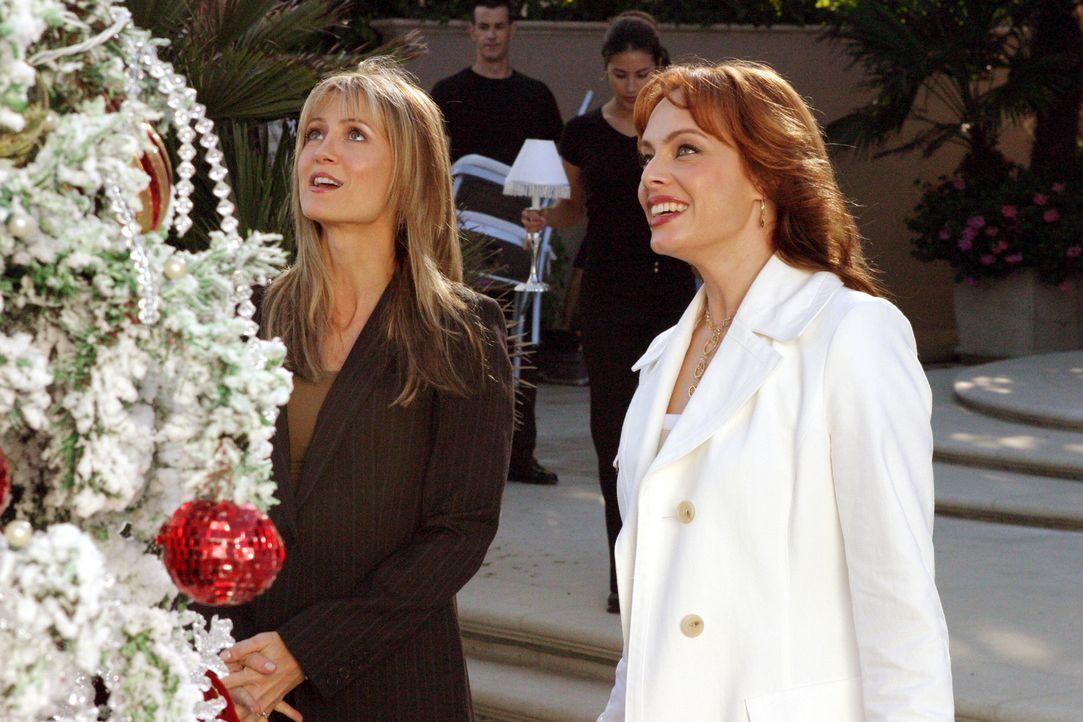 Kirsten (Kelly Rowan, l.) muss feststellen, dass Julie (Melinda Clarke, r.) keinerlei Rücksicht auf Traditionen nimmt ... - Bildquelle: Warner Bros. Television