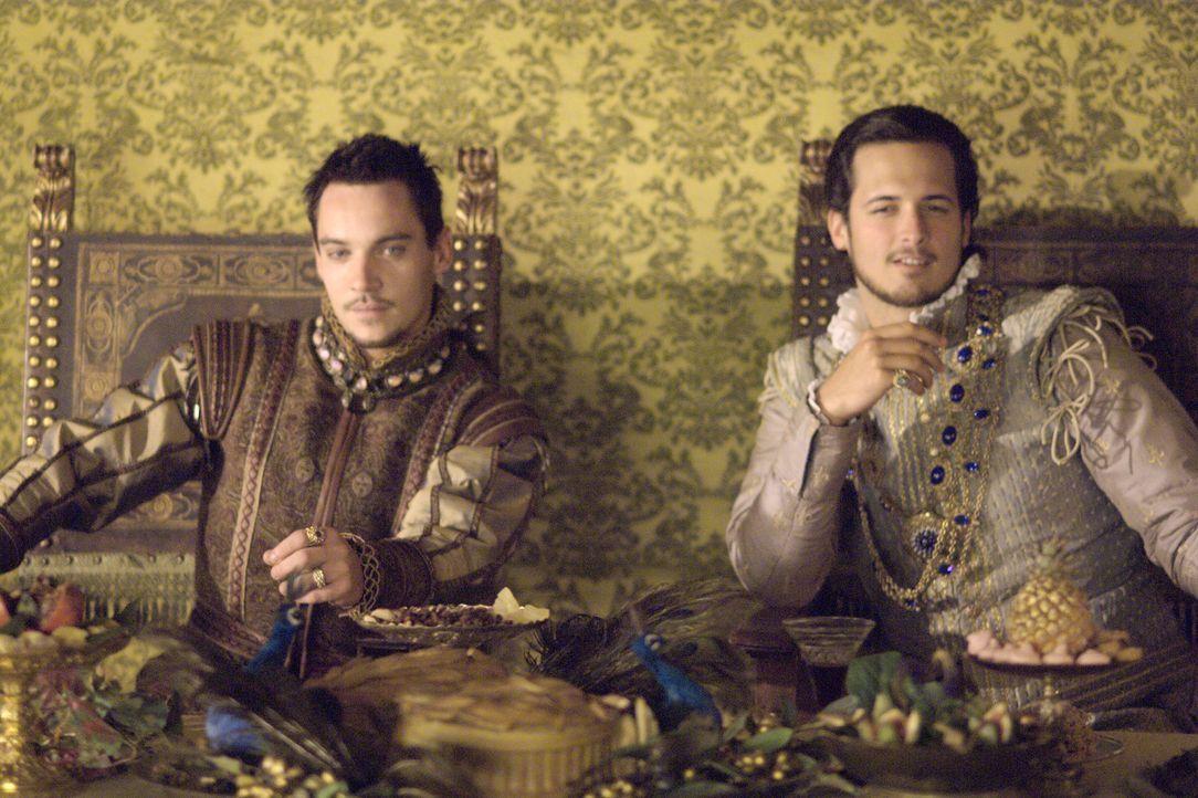 Um eine Front gegen den Kaiser zu bilden und um Anne vor den europäischen Könighäusern als nächste Königin von England zu legitimieren, reist König... - Bildquelle: 2008 TM Productions Limited and PA Tudors II Inc. All Rights Reserved.