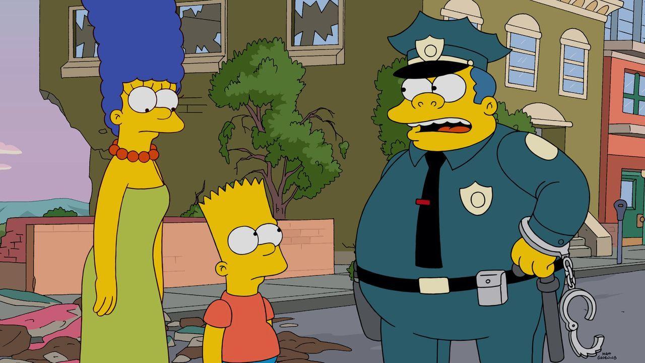 Steckt Bart (M.) hinter der Bulldozer-Attacke auf die Stadt oder nicht? Chief Wiggum (r.) ist - genau wie Mama Marge (l.) - einfach ratlos ... - Bildquelle: 2014 Twentieth Century Fox Film Corporation. All rights reserved.