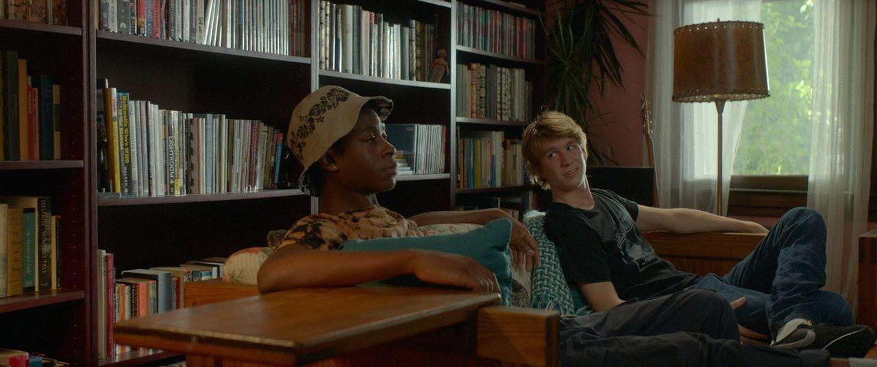 Eines Tages müssen die beiden Freunde Greg (Thomas Mann, r.) und Earl (RJ Cyler, l.) ihre Freizeit einem ganz besonderen Projekt widmen: Sie sollen... - Bildquelle: 2015 - Fox Searchlight