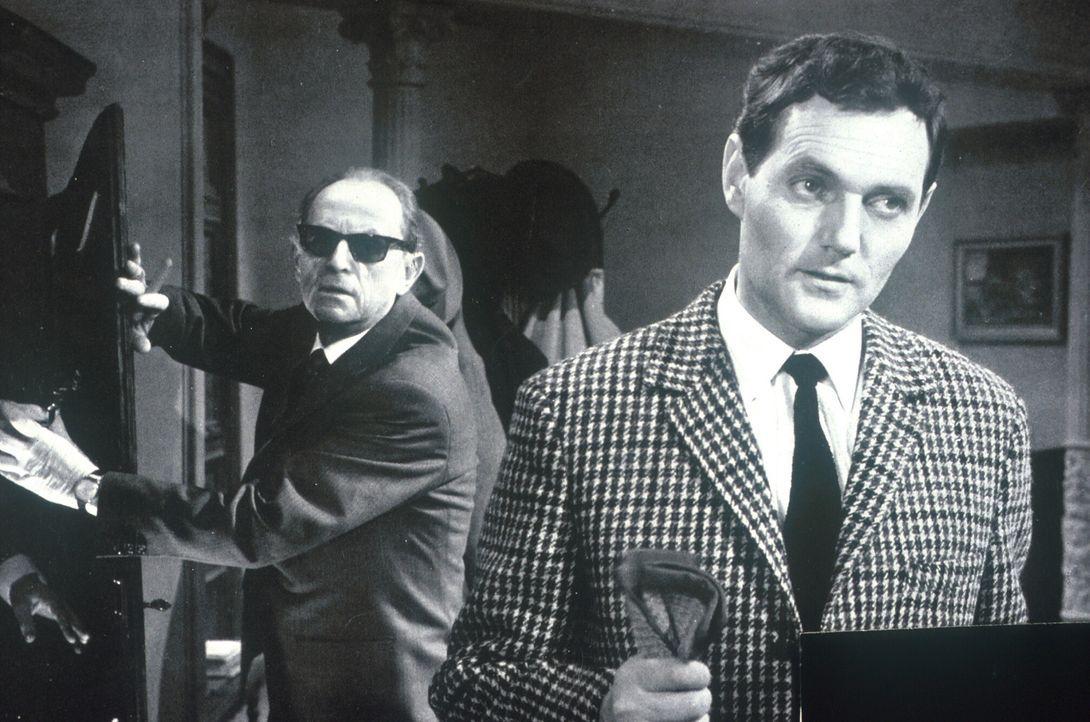 Finden Connor (Ernst Fritz Fürbringer, l.) und Jimmy (Harald Leipnitz, r.) den Safe in der geheimen Gruft? - Bildquelle: Constantin Film