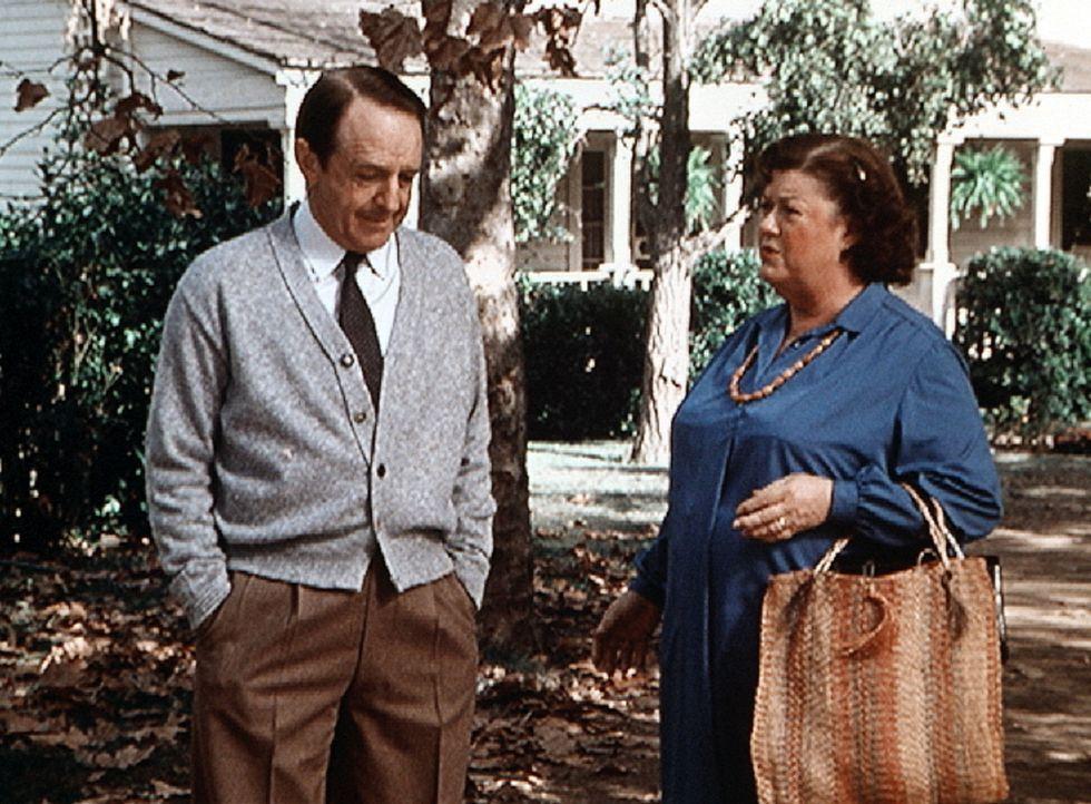 Stanley Perkins (William Schallert, l.), der frühere Verlobte von Miss Rose (Peggy Rea, r.), ist nach vielen Jahren überraschend wieder in Waltons M... - Bildquelle: WARNER BROS. INTERNATIONAL TELEVISION