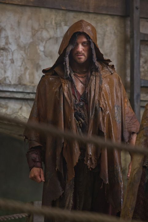 Der Cherusker Agron (Daniel Feuerriegel) überfällt in Neapolis ein Schiff voller cheruskischer Sklaven. Schon bald wird klar, dass die Germanen ni... - Bildquelle: 2011 Starz Entertainment, LLC. All rights reserved.