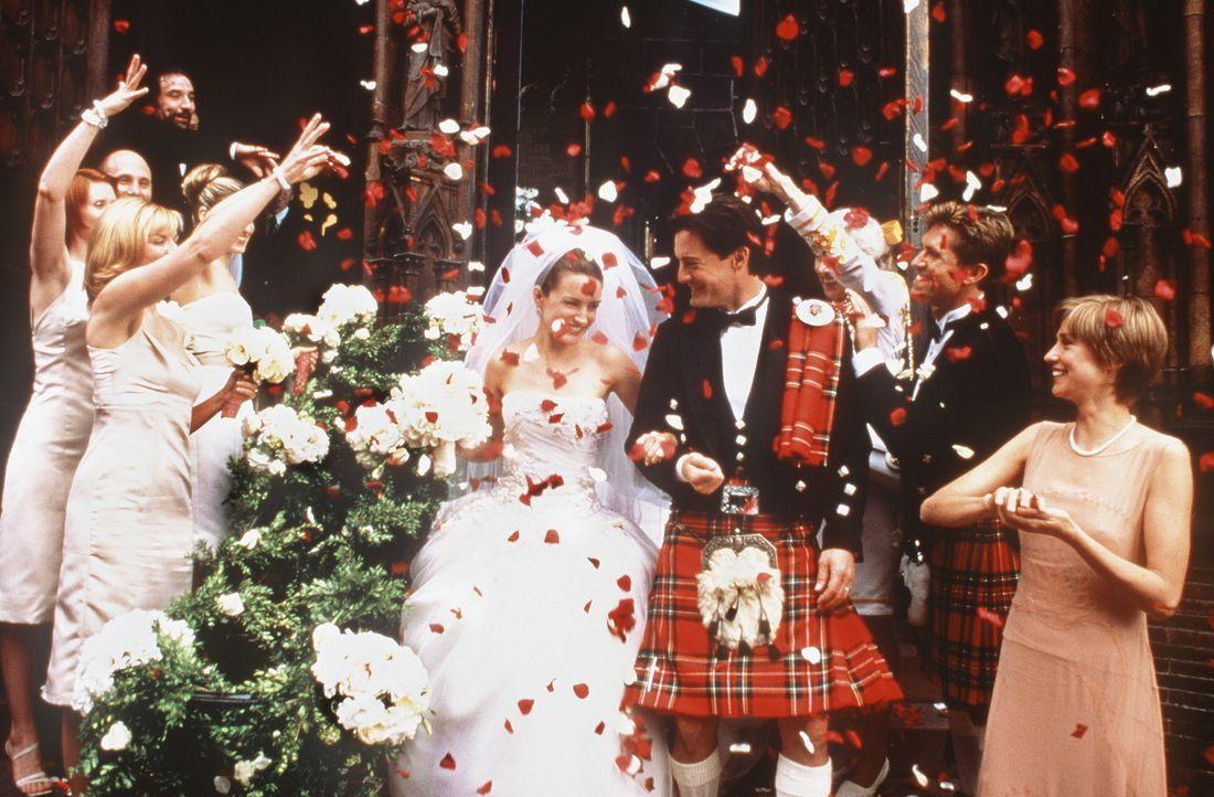 Der große Schritt ist getan: Umjubelt von ihren Hochzeitsgästen, treten Charlotte (Kristin Davis, M.l.) und Trey (Kyle MacLachlan, M.r.) zum erste... - Bildquelle: Paramount Pictures