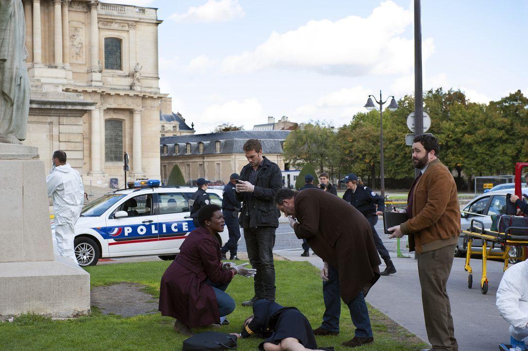 Müssen einen neuen Mordfall aufdecken: Jo (Jean Reno, 2.v.r.), Marc (Tom Austen, 2.v.l.), Normand (Celyn Jones, r.) und Angelique (Wunmi Mosaku, l.... - Bildquelle: Stéphanie Dupont Atlantique Productions