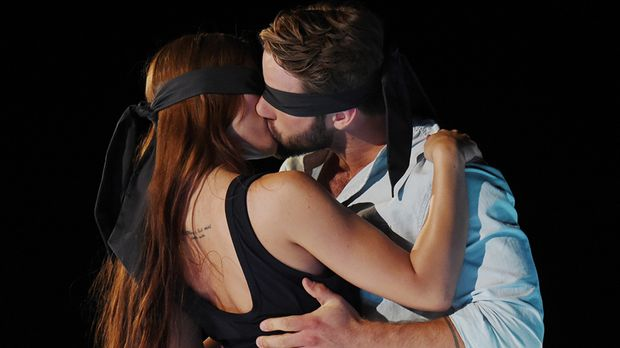 Kiss Bang Love - Kiss Bang Love - Das Große Kennenlernen Mit Dem Blind Kiss