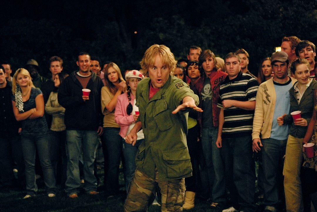 Seine unorthodoxen Selbstverteidigungsmethoden machen seinen Gegnern schwer zu schaffen: Drillbit Taylor (Owen Wilson, vorne) ... - Bildquelle: 2007 Paramount Pictures