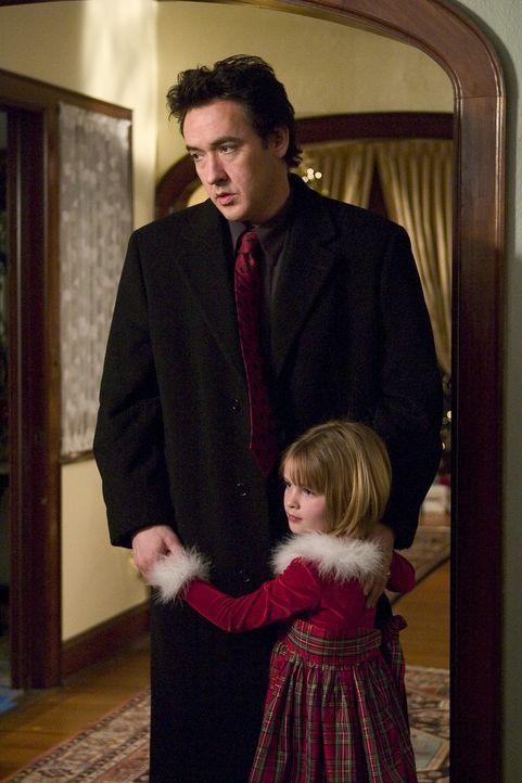 Charlie Arglist (John Cusack, l.), ein gutmütiger Mafiaanwalt aus der Provinz, hat genug von seiner eiskalten Ehefrau, den unfreundlichen Kindern u... - Bildquelle: 2005 Focus Features LLC. All Rights Reserved.