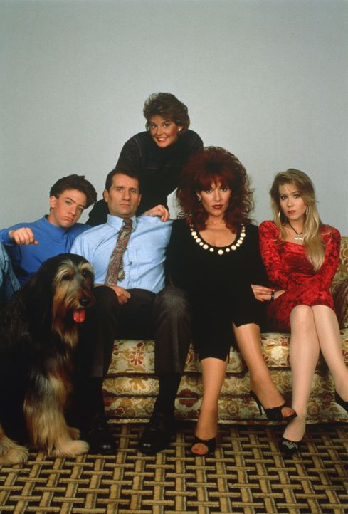 (6. Staffel) - Ein schrecklich netter Haufen: (v.l.n.r.) Bud (David Faustino), Al (Ed O'Neil), Marcy (Amanda Bearse), Peggy (Katey Sagal), Kelly (Ch... - Bildquelle: 1991, 1992 ELP Communications. All Rights Reserved.