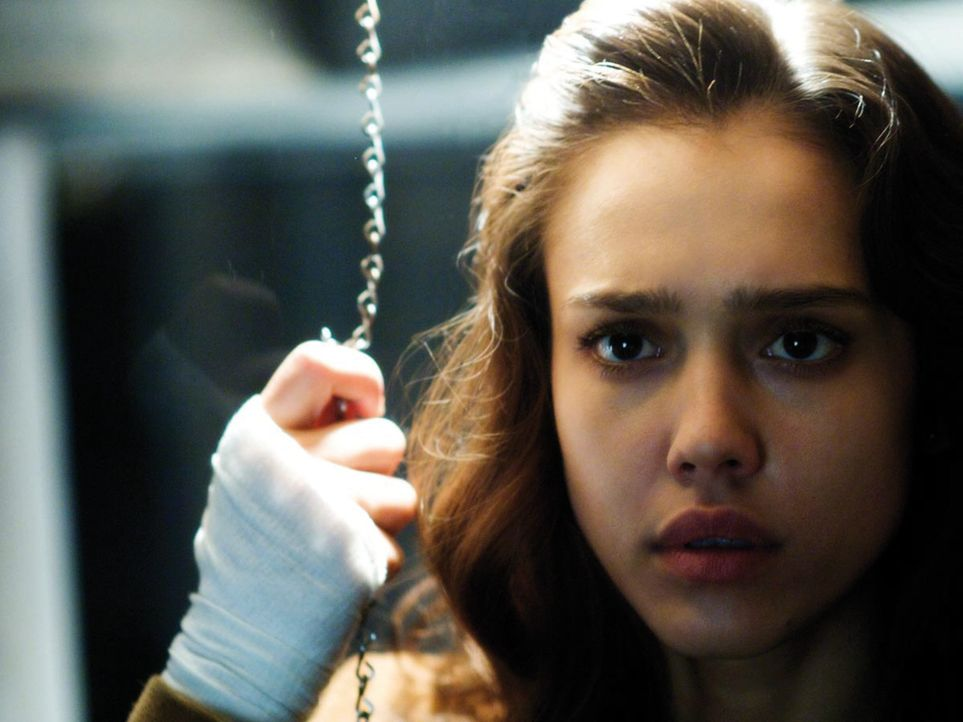 Schon bald nach der Transplantation glaubt Sydney (Jessica Alba), dass sie mit den neuen Augen tote Menschen sieht, die keine Ruhe finden können. De...