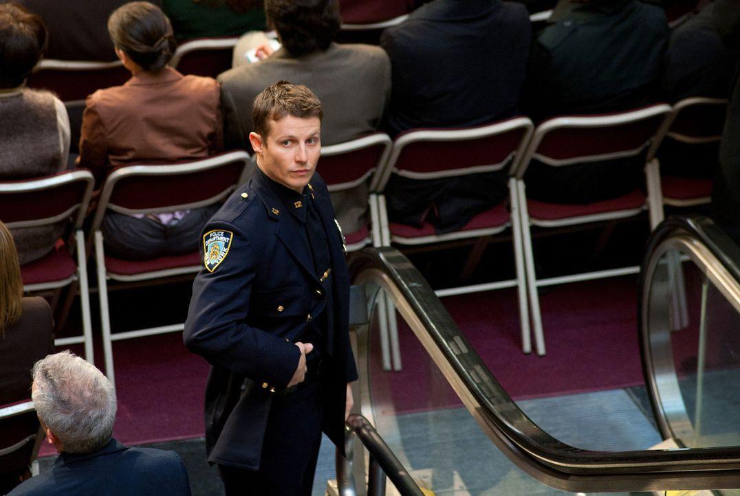 Nach dem Anschlag auf seinen Vater hat Jamie Reagan (Will Estes) bei einer großen Zeremonie ein besonders wachsames Auge auf ihn ... - Bildquelle: 2010 CBS Broadcasting Inc. All Rights Reserved