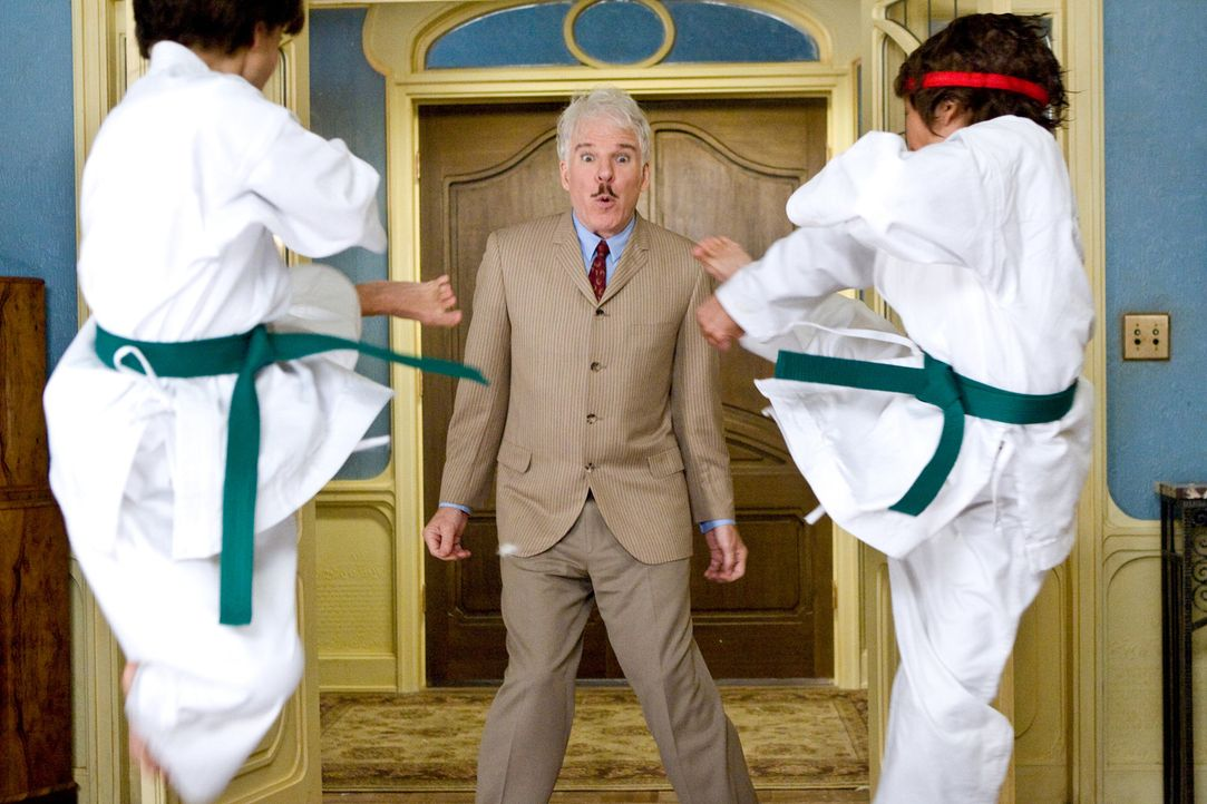 Bei seinem neuen Einsatz wird Inspektor Jacques Clouseau (Steve Martin) von allen Seiten angegriffen, denn keiner hat wirklich Vertrauen in seine fr... - Bildquelle: Peter Iovino 2009 Metro-Goldwyn-Mayer Pictures Inc. and Columbia Pictures Industries, Inc. All rights reserved.
