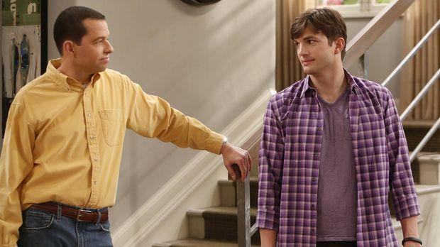 Als Alan (Jon Cryer, l.) seine neue Freundin Gretchen mit in Waldens (Ashton...
