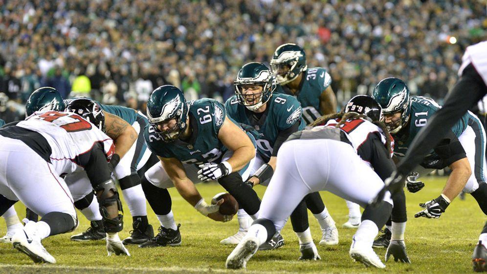 Die Philadelphia Eagles um Backup-Quarterback Nick Foles lieferten sich mit ... - Bildquelle: Imago