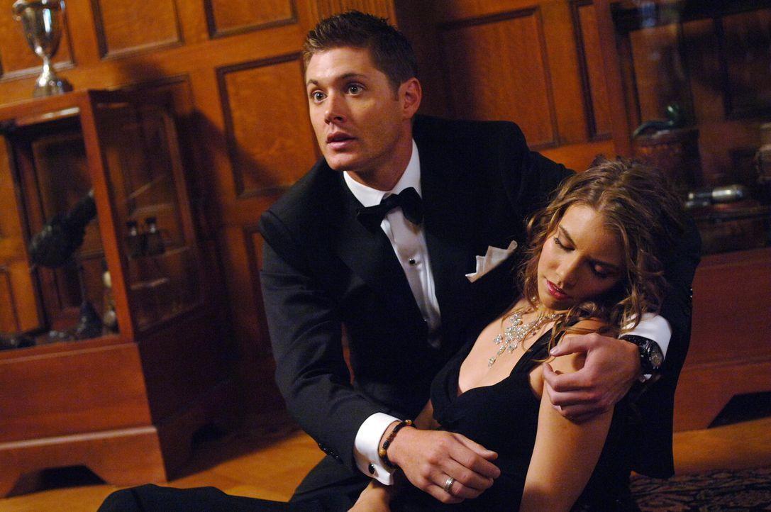 Gemeinsam mit seinem Bruder Sam untersucht Dean (Jensen Ackles, l.) eine Reihe von mysteriösen Todesfällen und bekommt dabei überraschend Hilfe von... - Bildquelle: Warner Bros. Television