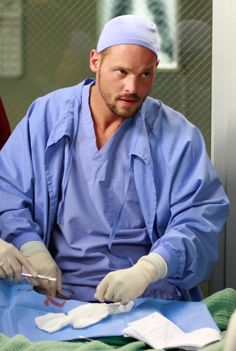 Steckt mitten in einem Wettkampf mit Izzie, Cristina und Meredith, wer der beste Chirurg ist: Alex (Justin Chambers) ... - Bildquelle: Touchstone Television