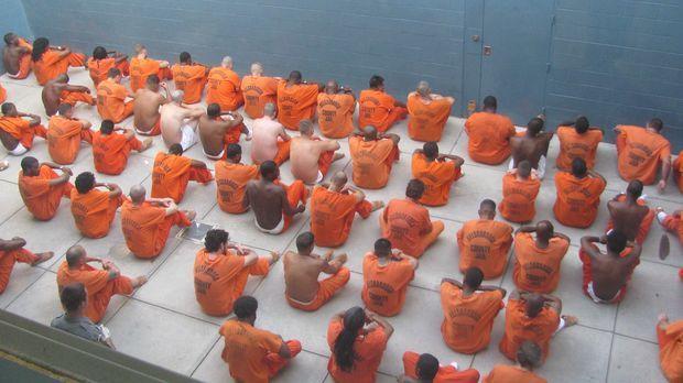 Lockdown blickt hinter die Mauern des Hillsborough County Jail in Florida mit...