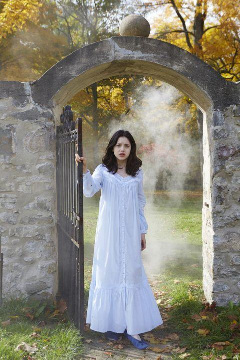 Savannah (Kiara Glasco) ahnt bereits, dass Aleister nicht tot ist ... - Bildquelle: 2015 She-Wolf Season 2 Productions Inc.