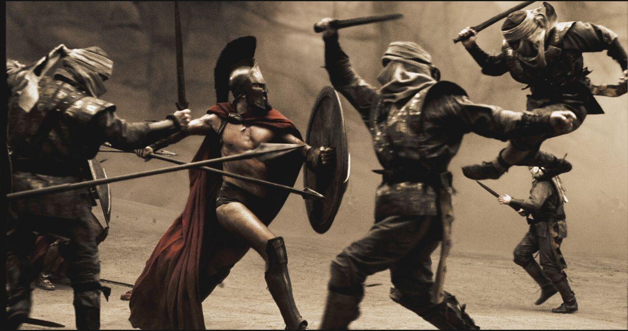 In einer engen Felsschlucht der Thermopylen versuchen die Spartaner (Vincent Regan, 2v.l.) mit einer Handvoll Verbündeter, der zahlenmäßigen Übe... - Bildquelle: TM &   Warner Bros. Entertainment Inc.